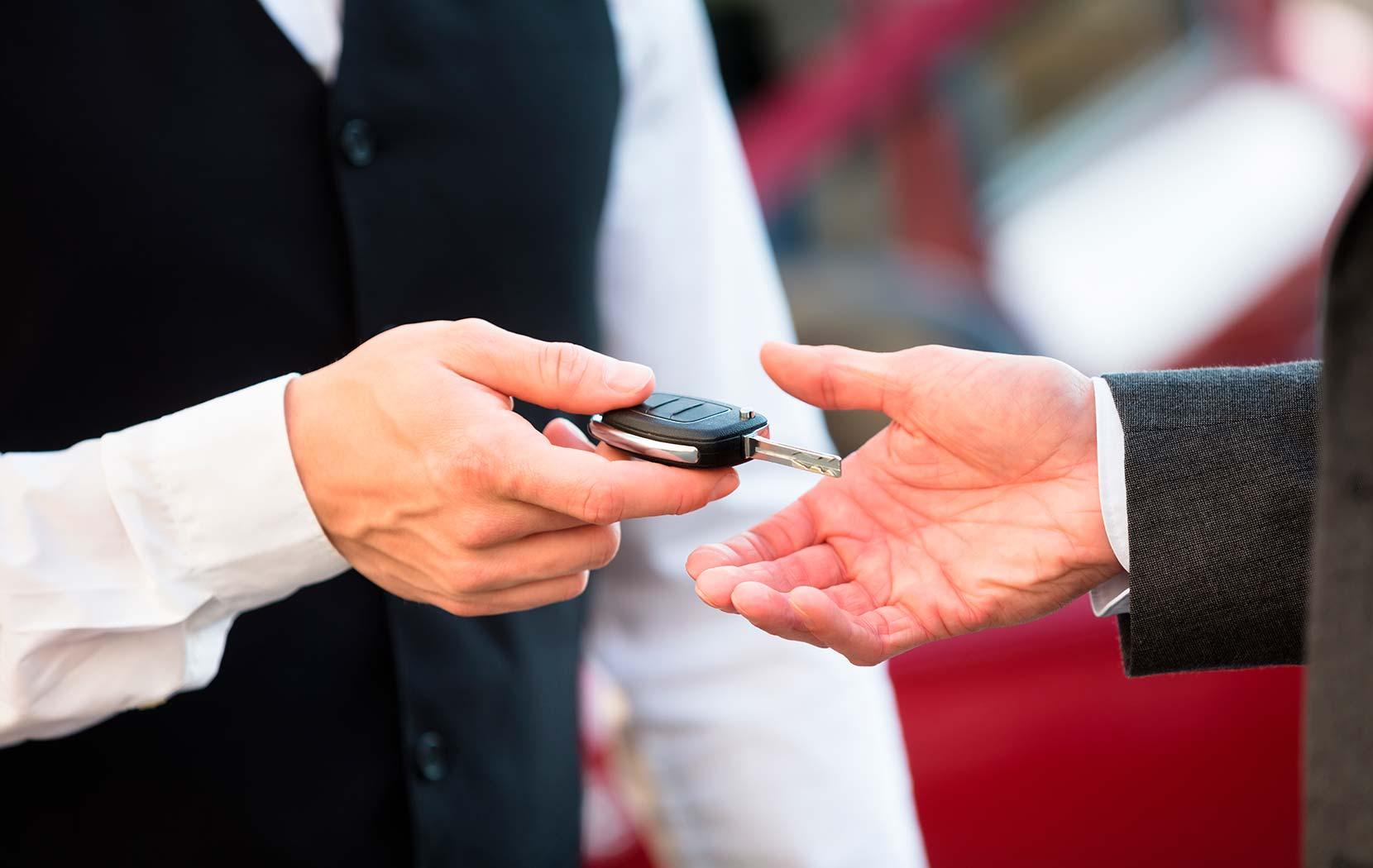 Un service voiturier est à la disposition de notre clientèle.
